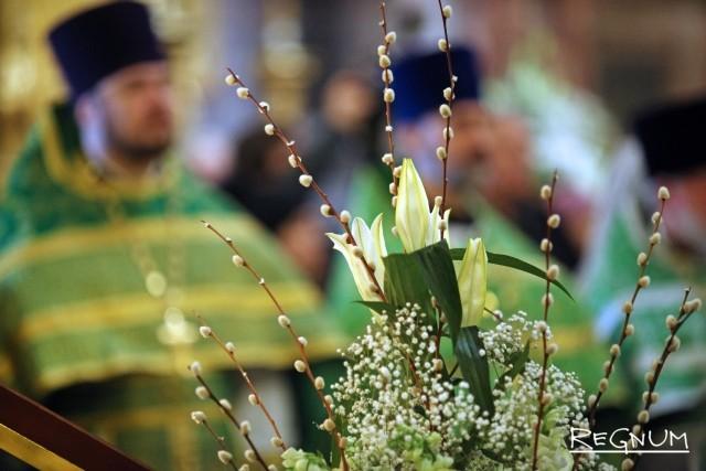 Вербное воскресенье в Петербурге отметили шествием детей вокруг Исаакия