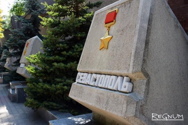 Губернатор Севастополя расписался в кумовстве