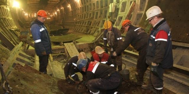 Метростроителям Петербурга должны миллионы рублей и запрещают бастовать