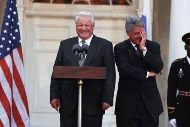 Борис Ельцин смешит друга Билла