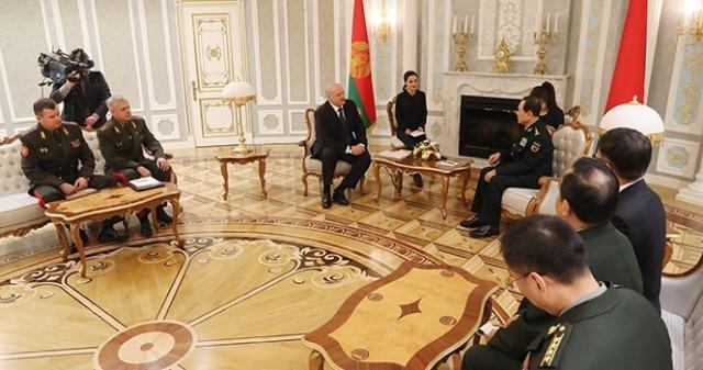 Китай — не Россия, долги не прощает: министр обороны КНР посетил Минск