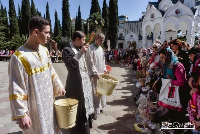 Освящение куличей в Соборе Михаила Архангела в Сочи
