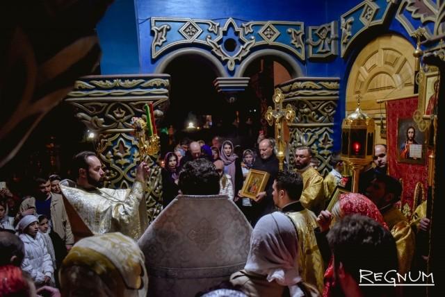 Крестный ход в Храме Святого Равноапостольного Великого князя Владимира. Сочи