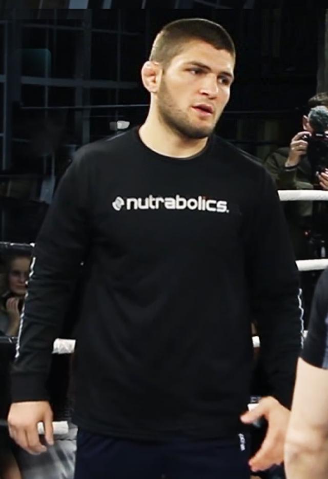 Российский боец Хабиб Нурмагомедов стал чемпионом UFC в лёгком весе