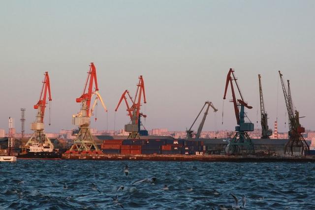 Каспий. Порт