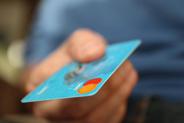 Жители России стали чаще пользоваться банковскими картами