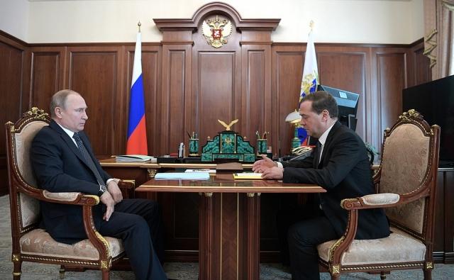 Медведев: Ситуация в экономике абсолютно стабильная