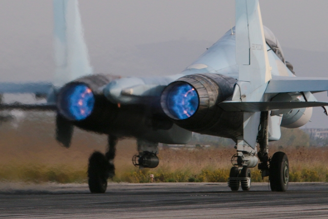 Самолёт ВКС России совершает боевой вылет в Сирии