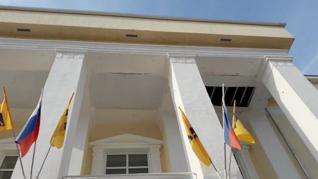 В Ярославской области начал разваливаться отремонтированный Дом культуры