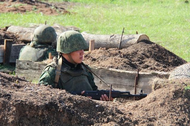 Бойцы ВС ДНР в окопах