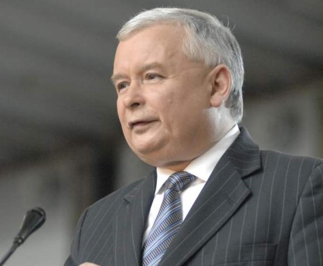Качиньского и Орбана предложили заковать в наручники