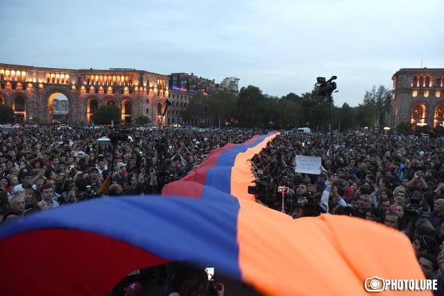 В Армении ждут Сержа, но не Саргсяна: итоги очередного дня протестов