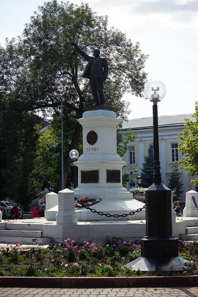 Памятник Ленину в одноимённом сквере в Оренбурге