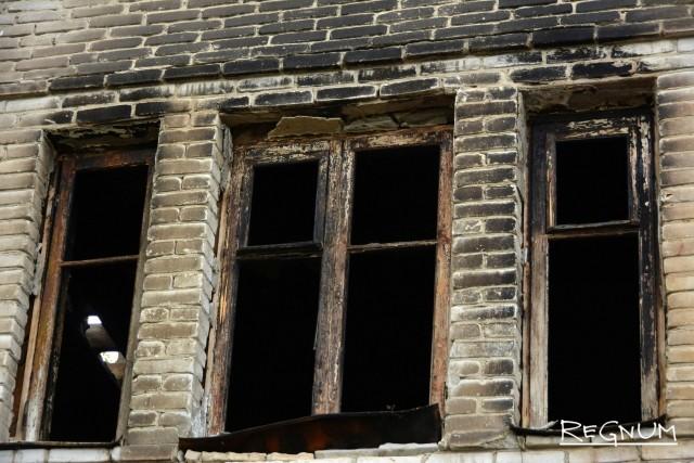 Те дома, которые удалось расселить, по нескольку лет ожидают сноса