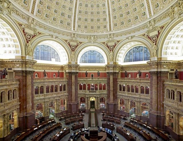 Главный читальный зал Библиотеки Конгресса США (вид сверху)