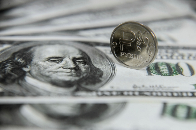 Рубль прекратил падение
