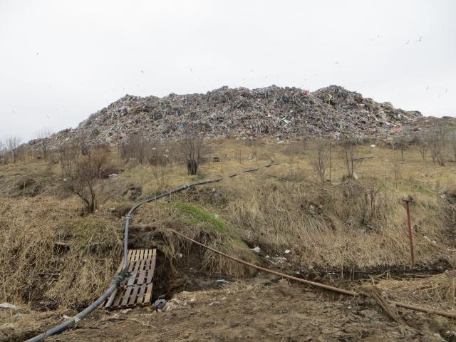 Гора мусора и «система рециркуляции»