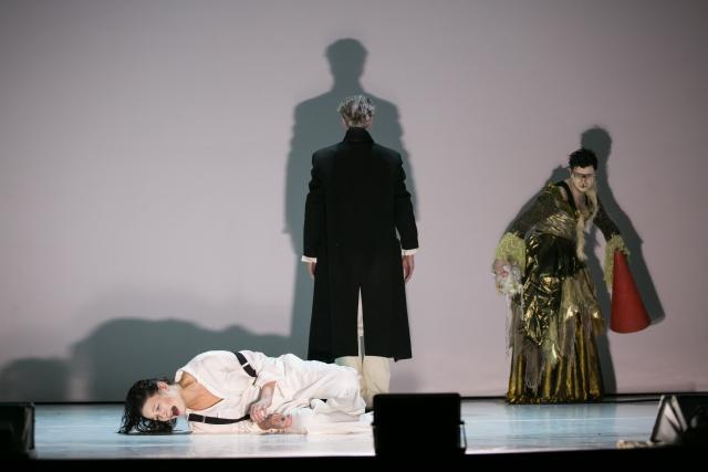 Гамлет — Л.Пицхелаури, Призрак — В.Куликов, Горацио — Р.Кочержевский