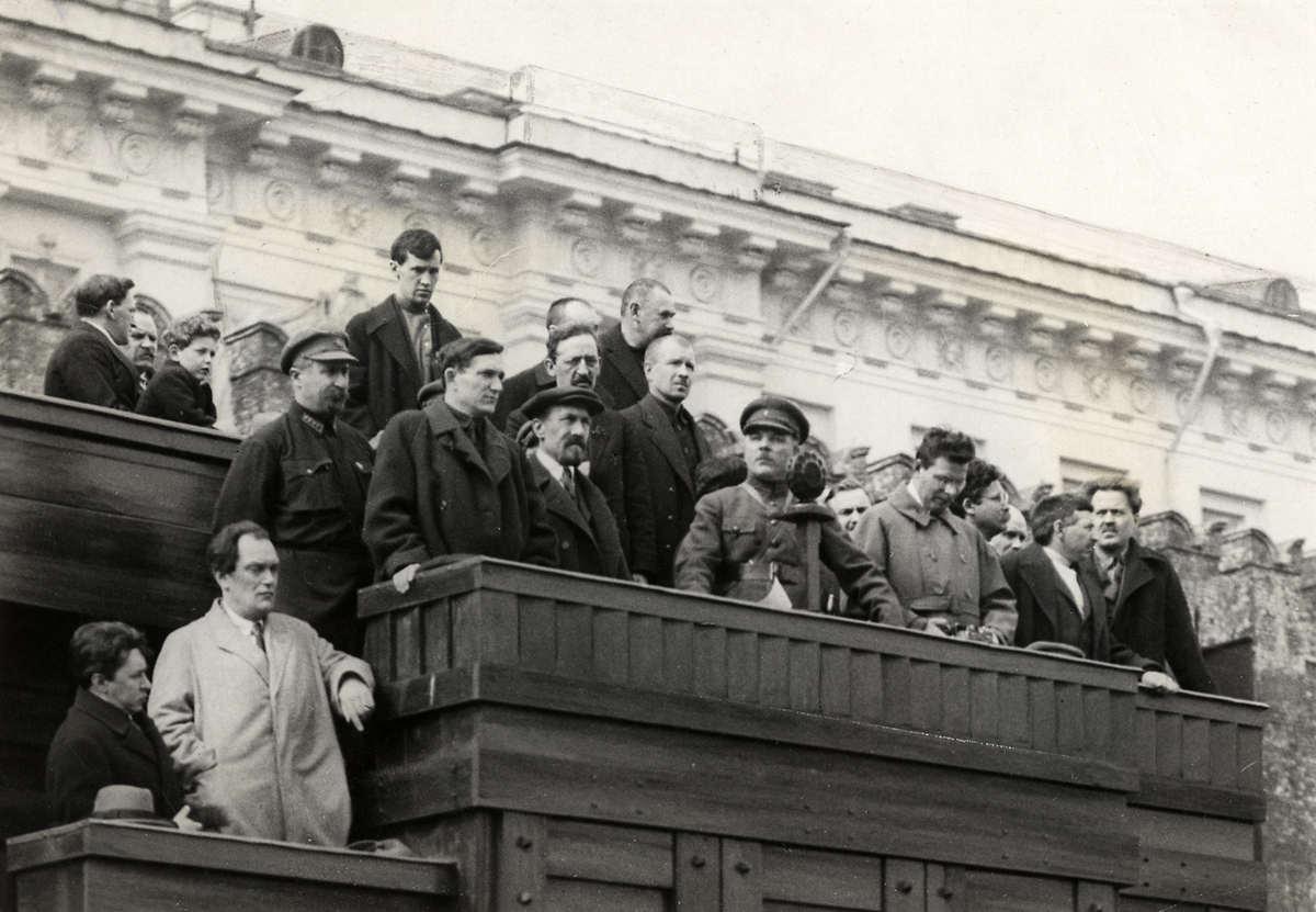 На трибуне Мавзолея. 1 мая 1927