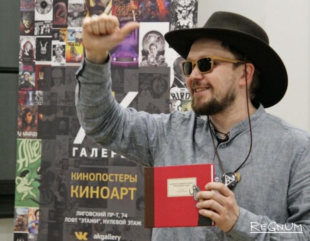 Илья Сергеев проводит викторину для гостей