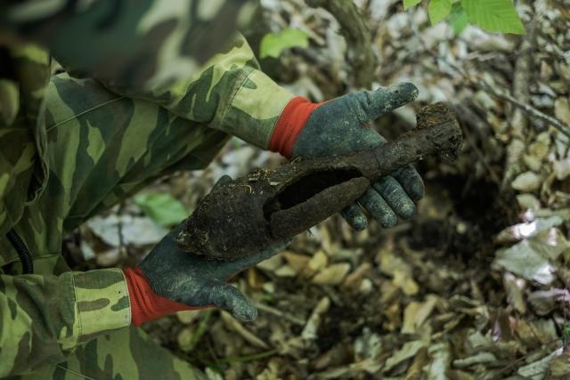 Немецкая мина. Очень часто снаряды собирали наши военнопленные. Потому они специально клали в них меньше пороха, чем того требовалось. В итоге мины не взрывались должным образом. Как эта