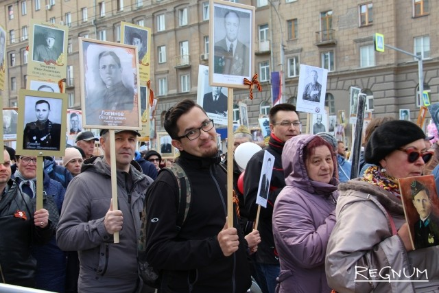 Сотни тысяч новосибирцев прошли в «Бессмертном полку»