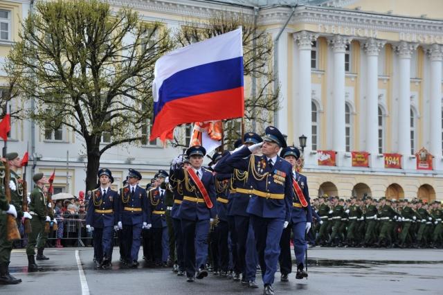 Ил-2 и Т-34 приняли участие в военном параде в Ярославле