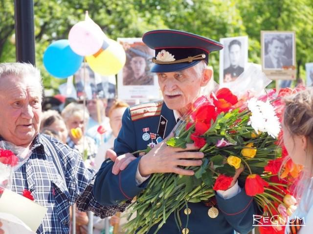 Жители поздравляют ветеранов