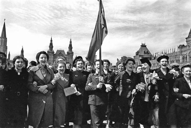 В Красноярске установили рекорд по массовому исполнению песни «День Победы»