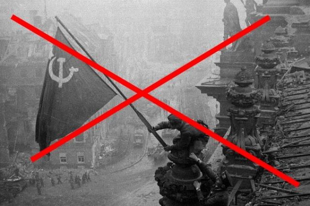 В Перми во время акции «Бессмертный полк» запретили Знамя Победы