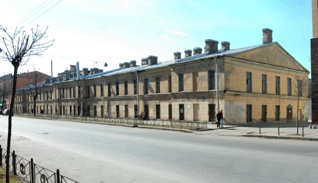 Мединский приказал снести историческую казарму в Петербурге