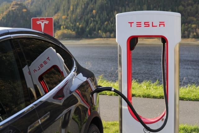 Электромобили хотят освободить от налога на шесть лет