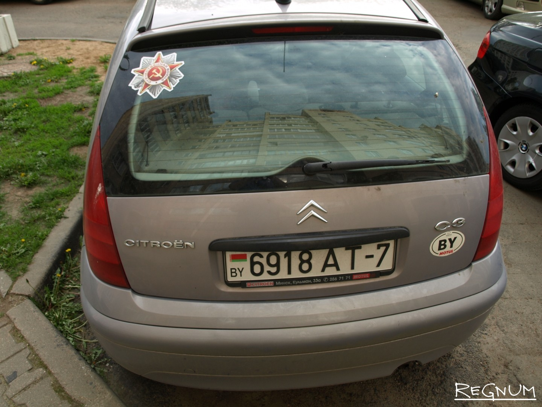 Символика Дня Победы на автомобилях простых белорусов