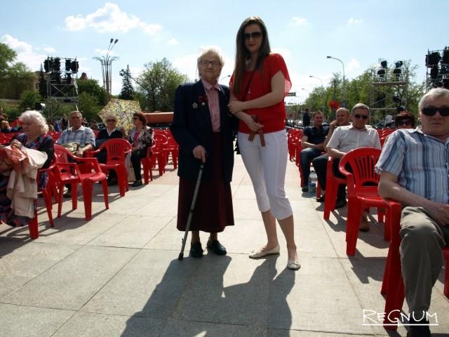 Ветеран, освобождавшая Минск, с внучкой
