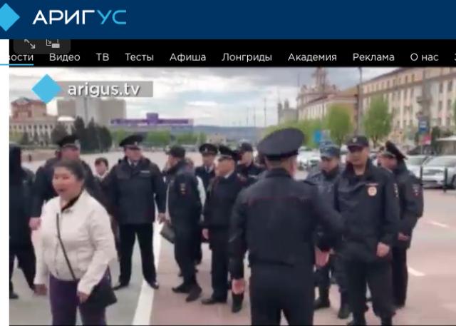 Полиция на несанкционированном митинге против вырубки лесов в Бурятии
