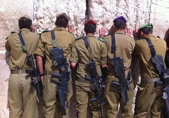 Израильские солдаты у Стены Плача