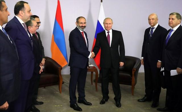 Состоялась первая встреча Владимира Путина и Никола Пашиняна
