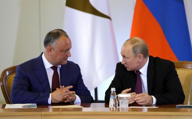 Игры Додона: Молдавия получила статус наблюдателя в ЕАЭС. Что дальше?
