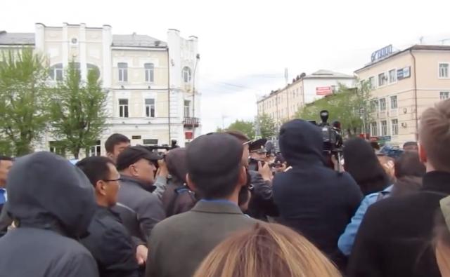 Улан-Удэ. Протест против вырубки леса китайцами перерос в стычку с полицией