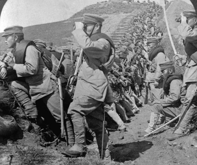 Японские солдаты готовятся к атаке. Русско-японская войнва. 1904-1905