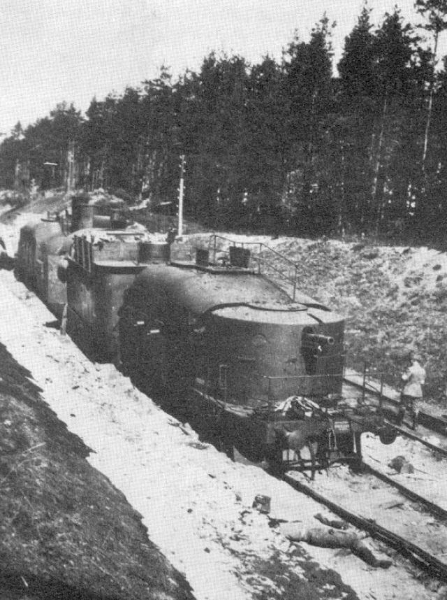 Захваченный белыми красный бронепоезд. 1918