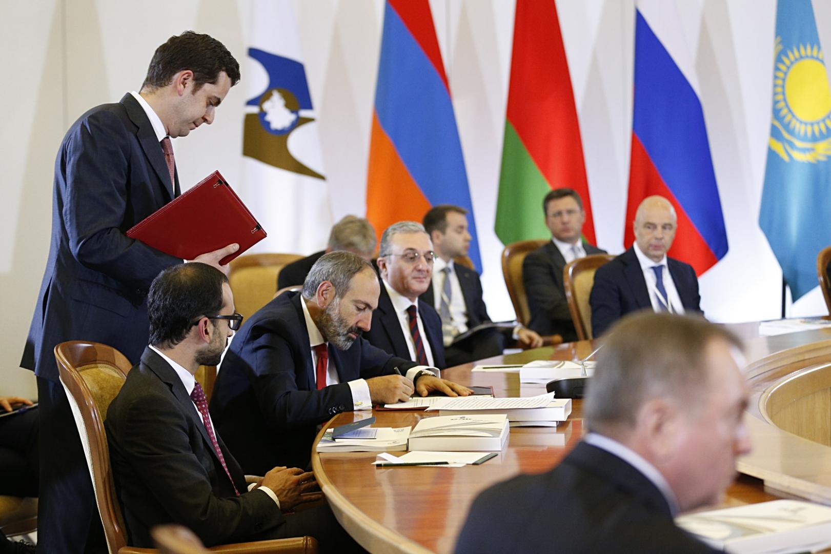Подписание документов на саммите ЕАЭС в Сочи
