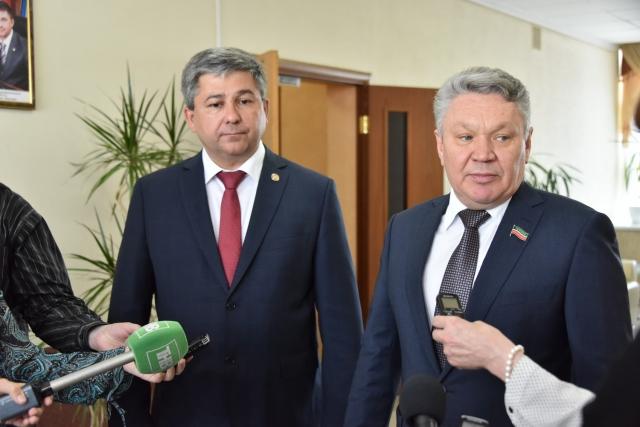 Рафис Бурганов (справа)