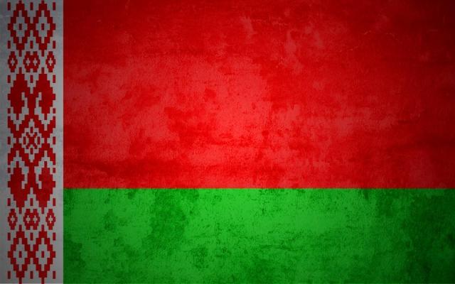 В Беларуси хотят взять бело-красно-белый флаг под защиту государства