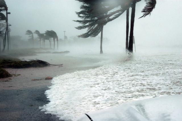 Буря, град и торнадо: северо-восток США под ударами стихии
