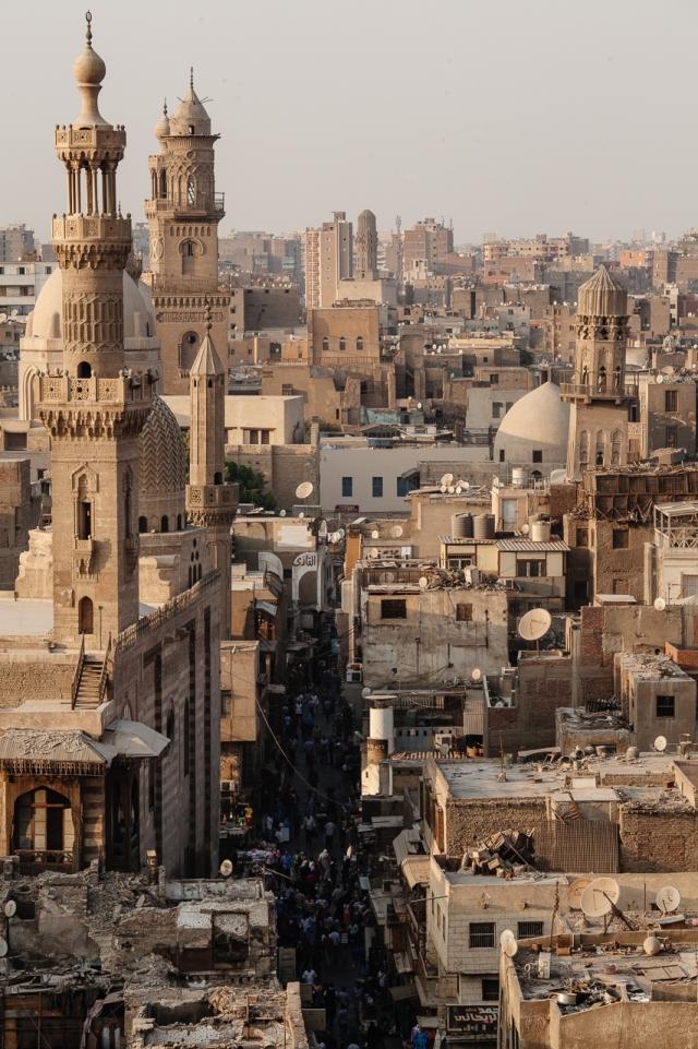Вид с одного из минаретов на рыночную улицу Средневекового Каира
