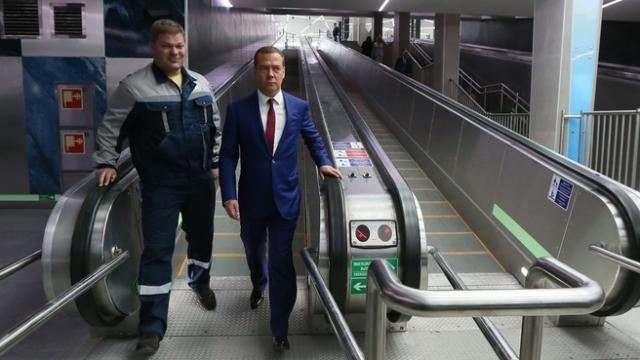 Медведеву в Петербурге показали «Новокрестовскую»