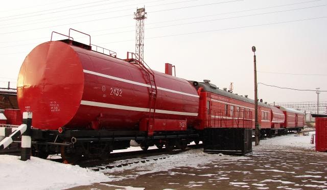 В удмуртский поселок Пугачево, где рвутся снаряды, едут два пожарных поезда