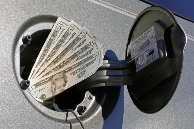 В Костромской области дорожает бензин