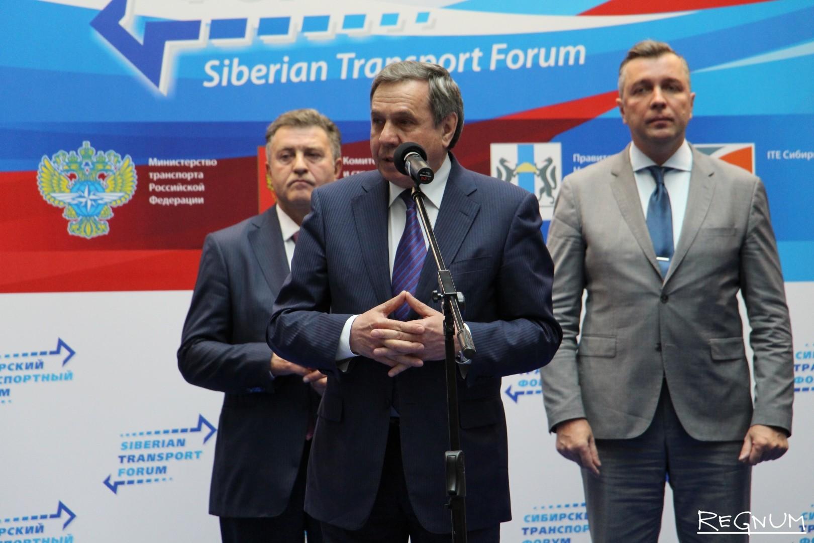 Помощник полпреда президента в Сибирском федеральном округе Владимир Городецкий на открытии Сибирского транспортного форума.